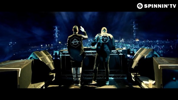 Tiesto & Don Diablo feat. Thomas Troelsen - Chemicals (Official Music Video) 2015 (2)